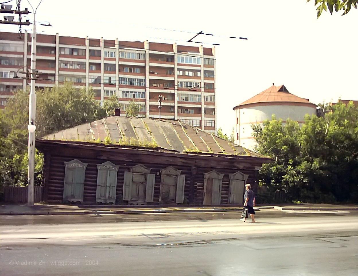 20 июня, покосившийся дом где-то на проспекте Ленина
