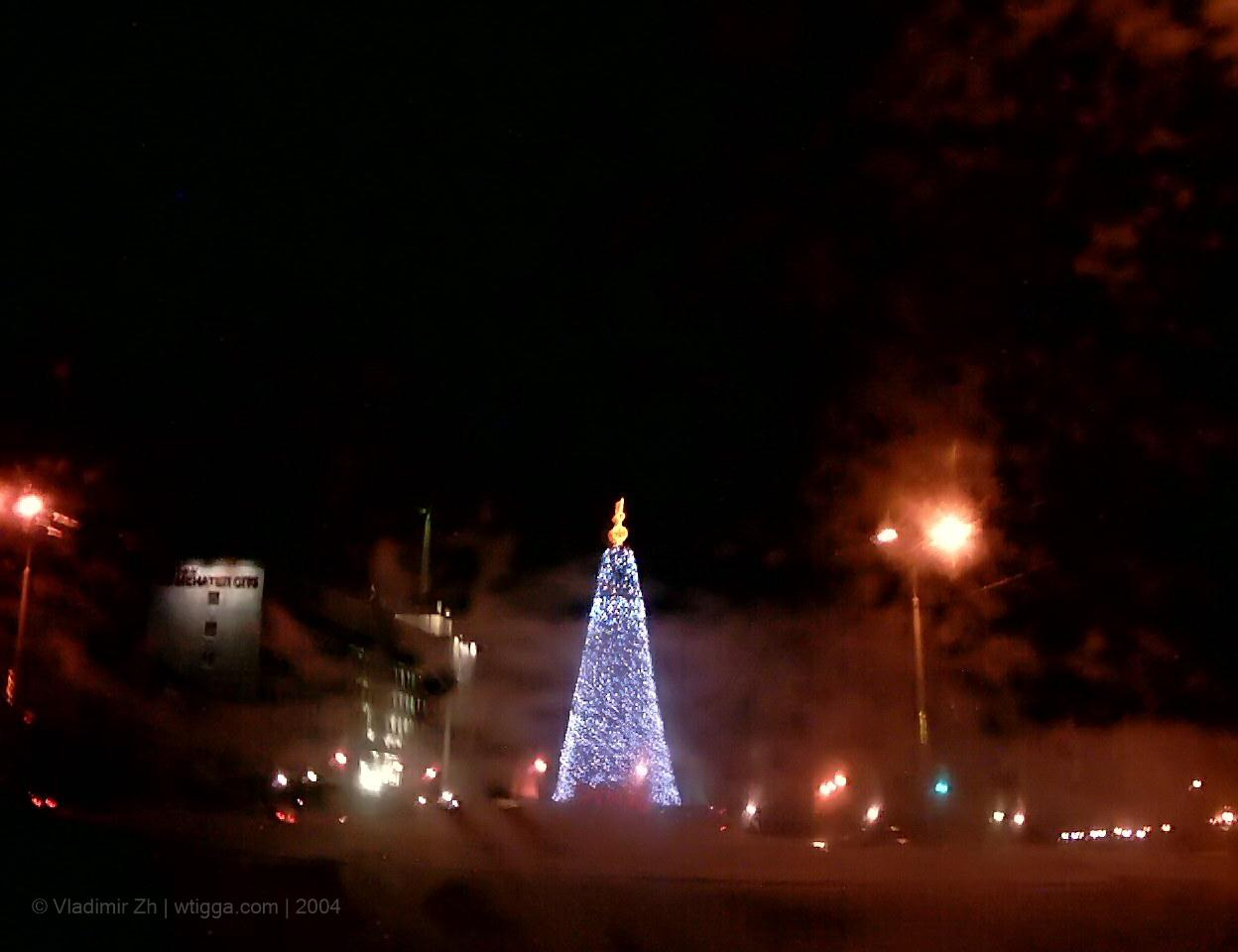 25 декабря. Новогодняя ёлка у площади Ленина